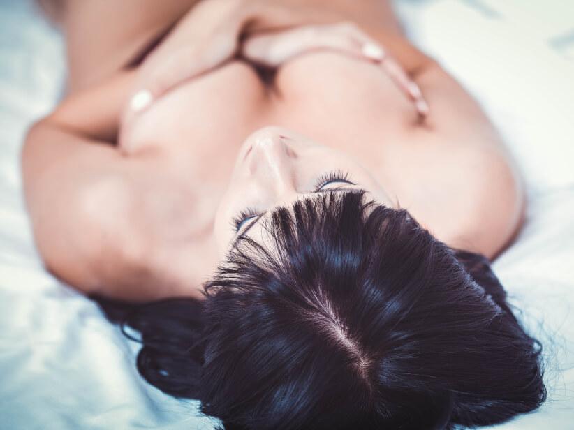 Brustvergrößerung  – Eigenfett oder Implantate?