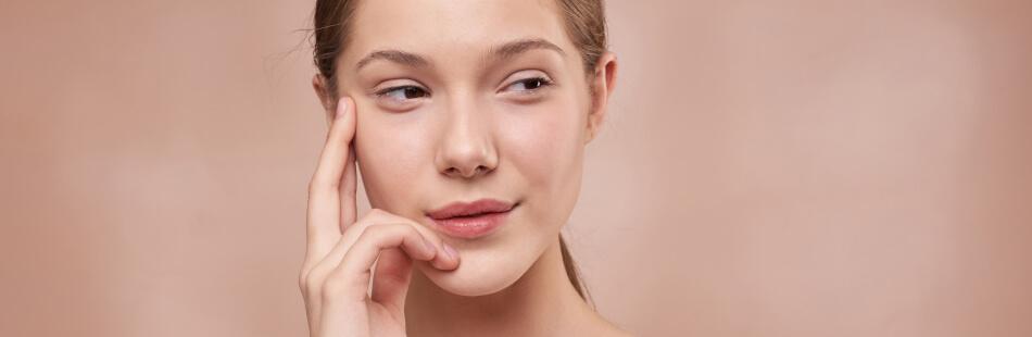 Hyaluronsäure kommt von Natur aus in unserem Körper vor und ist für unser jugendliches Aussehen verantwortlich